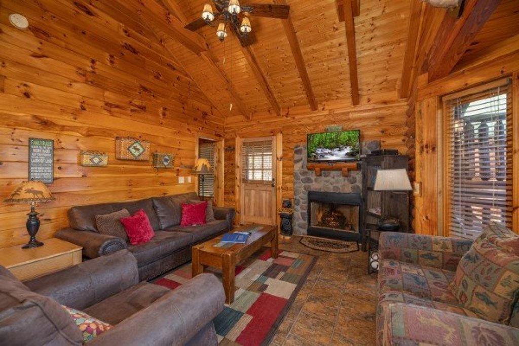 Photo of a Pigeon Forge Cabin named Gone Fishin' - This is the fourth photo in the set.