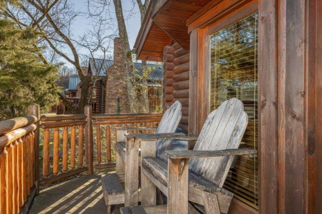 Photo of a Pigeon Forge Cabin named Gone Fishin' - This is the fourteenth photo in the set.