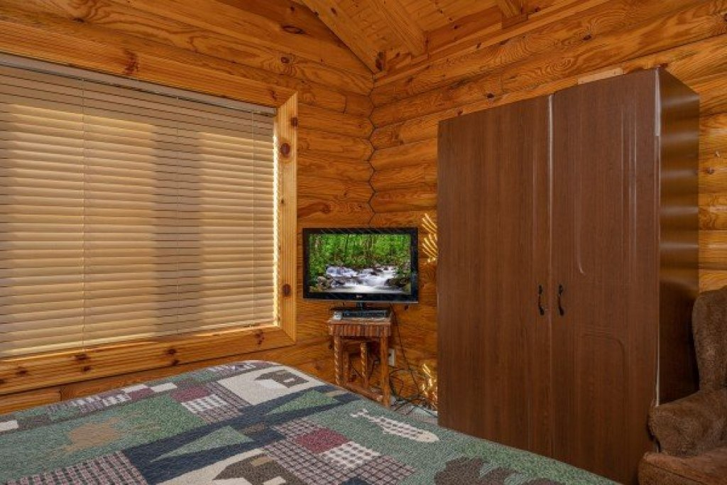 Photo of a Pigeon Forge Cabin named Gone Fishin' - This is the twelfth photo in the set.
