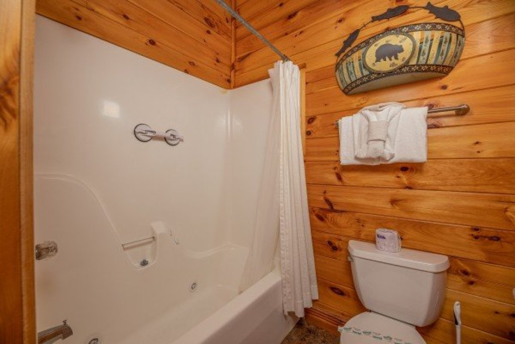 Photo of a Pigeon Forge Cabin named Gone Fishin' - This is the thirteenth photo in the set.