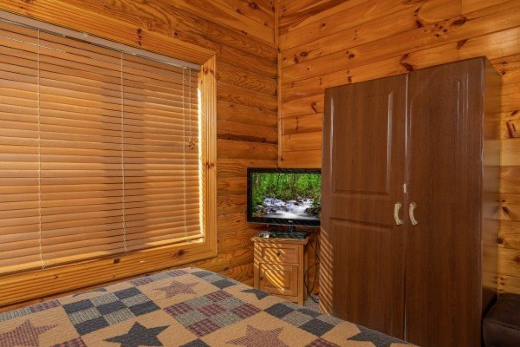 Photo of a Pigeon Forge Cabin named Gone Fishin' - This is the ninth photo in the set.