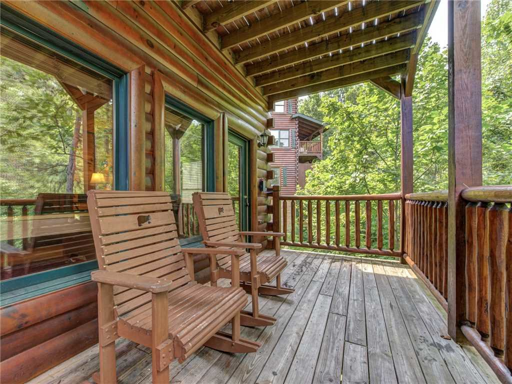 Photo of a Gatlinburg Cabin named Celebration Lodge - This is the twenty-seventh photo in the set.
