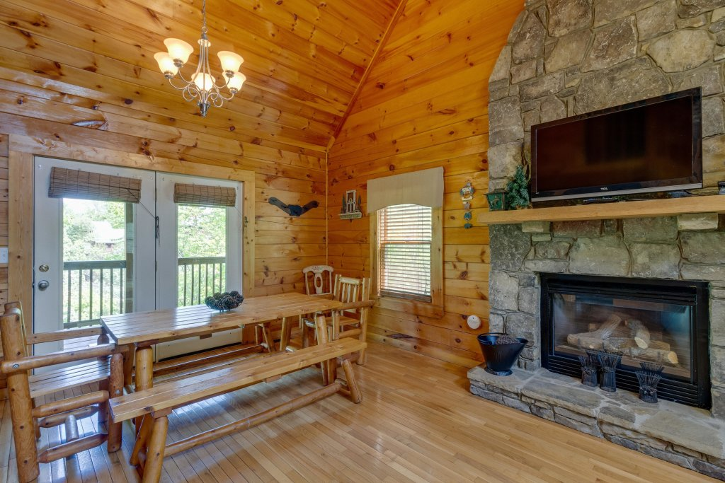 Photo of a Pigeon Forge Cabin named Moose Creek Lodge - This is the fifth photo in the set.