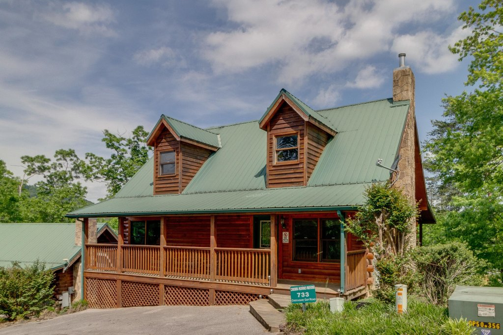 Photo of a Pigeon Forge Cabin named Moose Creek Lodge - This is the first photo in the set.