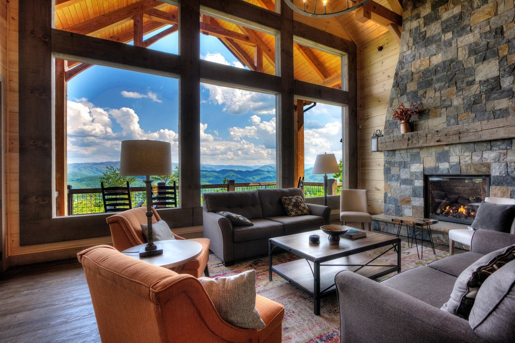 Photo of a Sevierville Cabin named Blackstone Lodge - This is the second photo in the set.