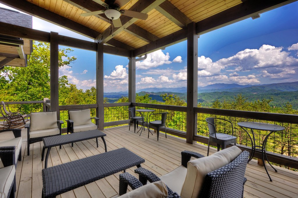 Photo of a Sevierville Cabin named Blackstone Lodge - This is the third photo in the set.
