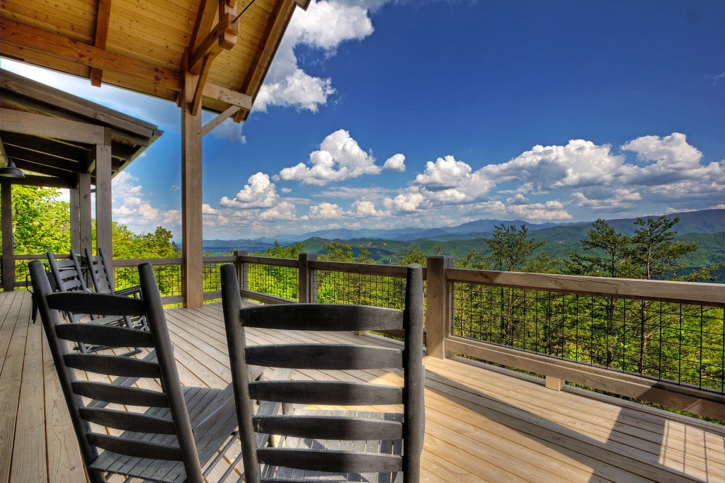 Photo of a Sevierville Cabin named Blackstone Lodge - This is the fourth photo in the set.