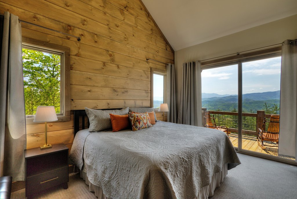 Photo of a Sevierville Cabin named Blackstone Lodge - This is the sixth photo in the set.