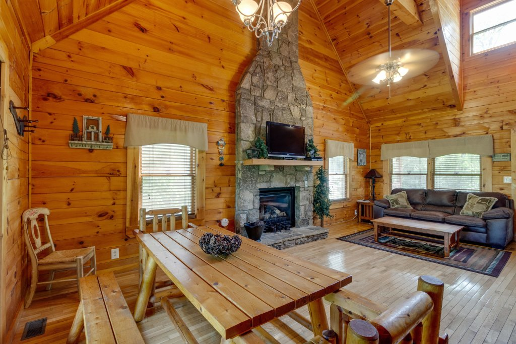 Photo of a Pigeon Forge Cabin named Moose Creek Lodge - This is the fourth photo in the set.