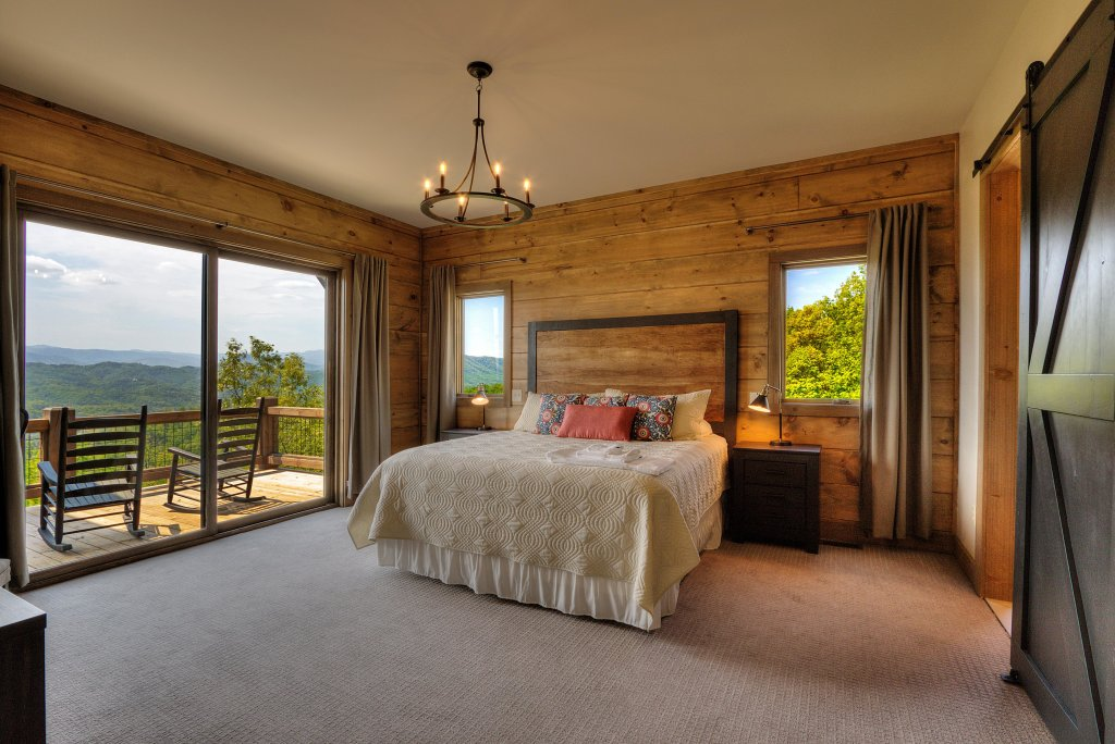 Photo of a Sevierville Cabin named Blackstone Lodge - This is the seventh photo in the set.
