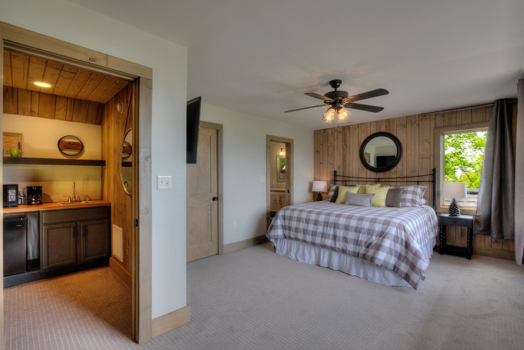 Photo of a Sevierville Cabin named Blackstone Lodge - This is the tenth photo in the set.