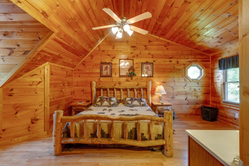 Photo of a Pigeon Forge Cabin named Moose Creek Lodge - This is the twenty-ninth photo in the set.