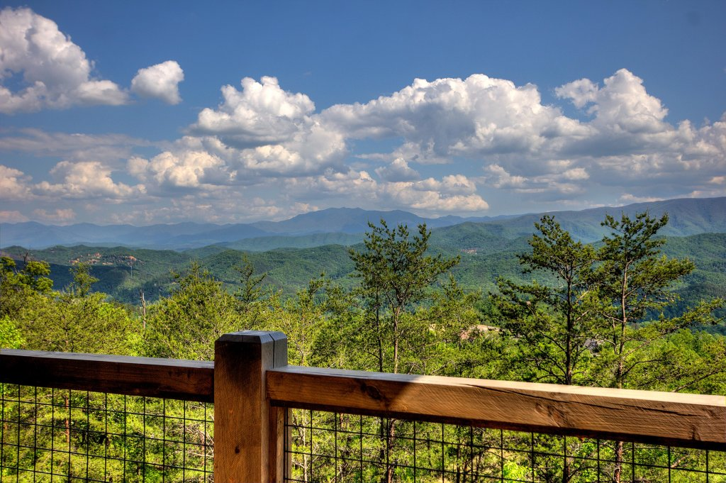 Photo of a Sevierville Cabin named Blackstone Lodge - This is the forty-third photo in the set.