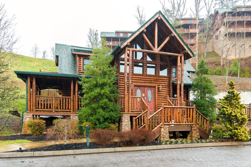Photo of a Sevierville Cabin named Poolside Paradise - This is the first photo in the set.
