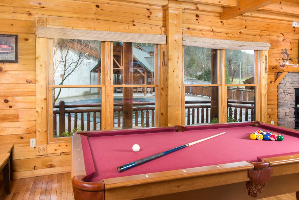 Photo of a Sevierville Cabin named Poolside Paradise - This is the eighth photo in the set.