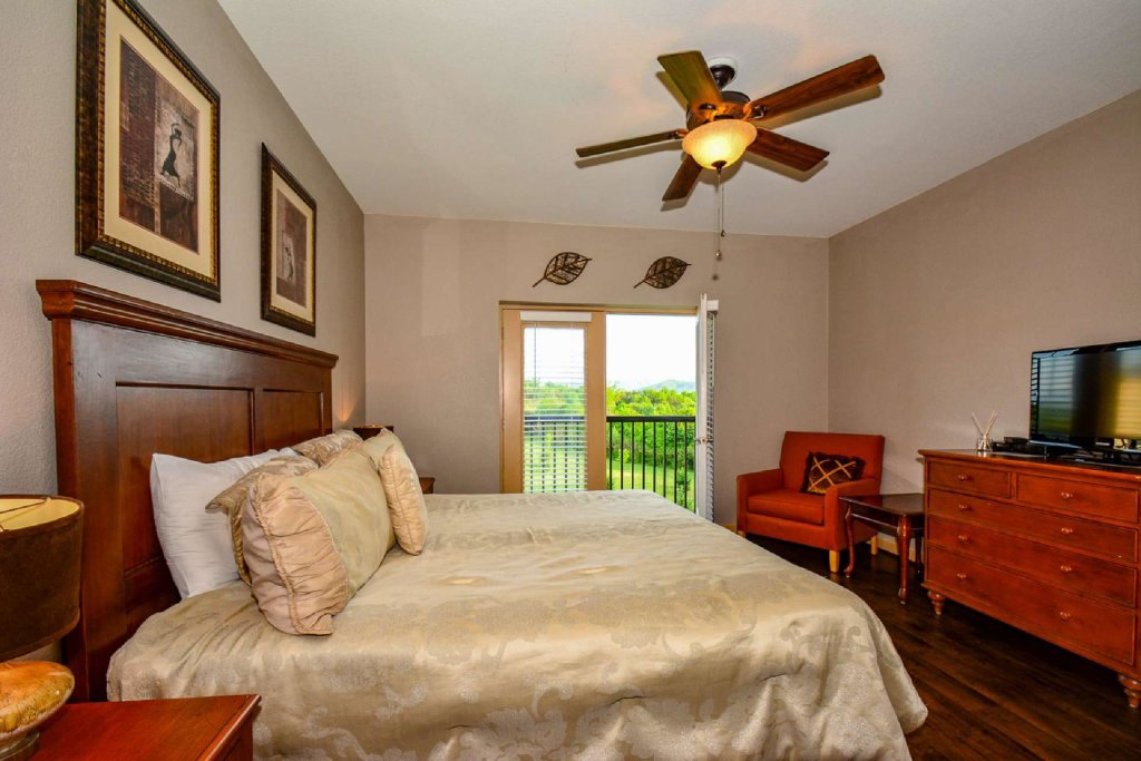 Photo of a Pigeon Forge Cabin named Mountain View Condo #3505 - This is the sixth photo in the set.