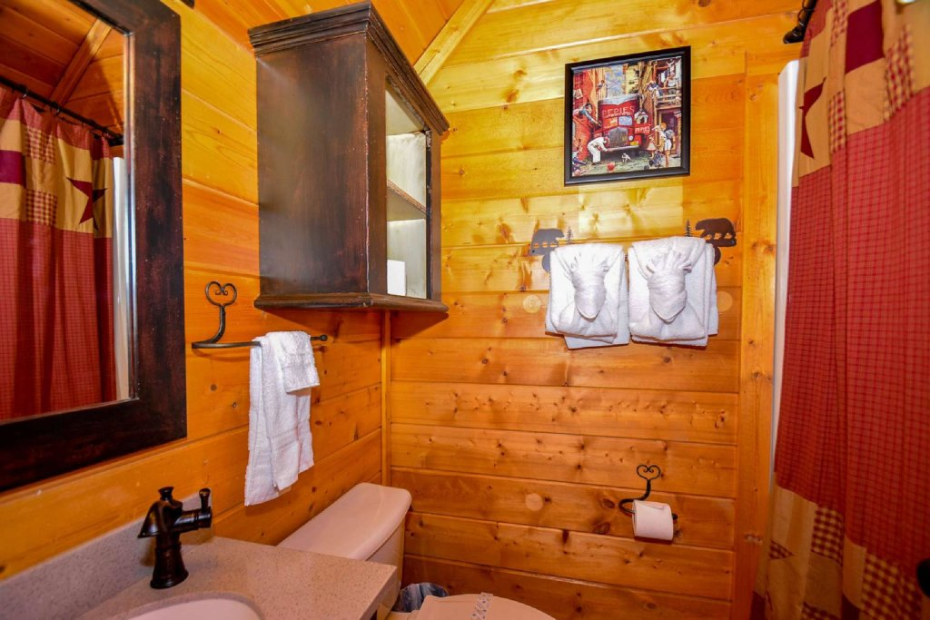 Photo of a Sevierville Cabin named Mountain Splendor - This is the twentieth photo in the set.