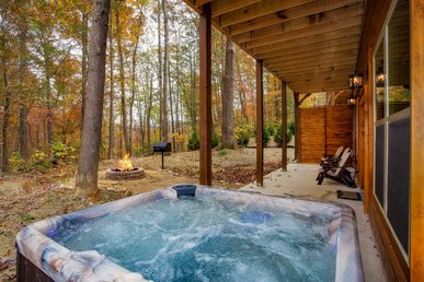 Theater, Game Room, Hot Tub, & Fire Pit.  Mins To Downtown Gatlinburg.
