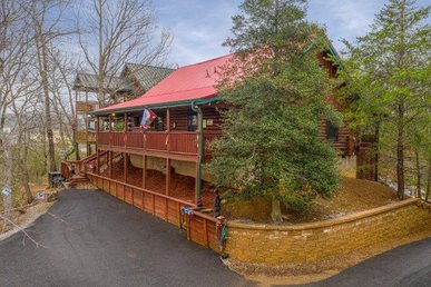 3 Bedroom, 2 Bath Luxury Cabin For 8. Easy To Access & Close To Pigeon Forge.