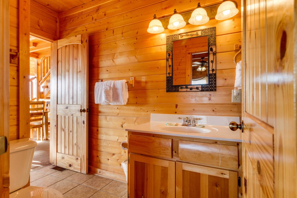 Photo of a Sevierville Cabin named 50 Mile View - This is the nineteenth photo in the set.