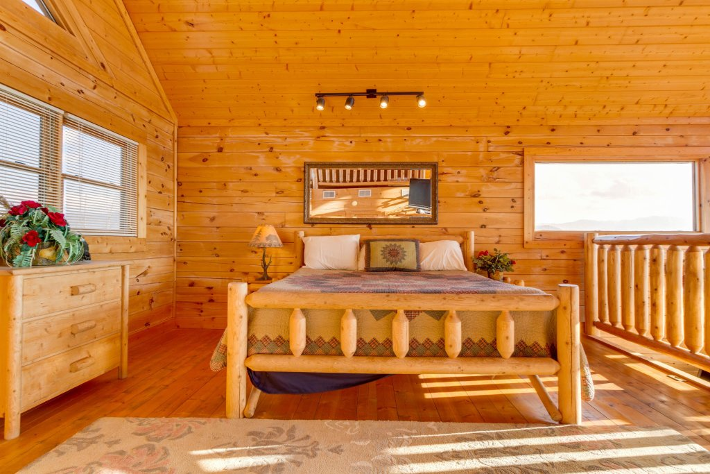 Photo of a Sevierville Cabin named 50 Mile View - This is the sixteenth photo in the set.