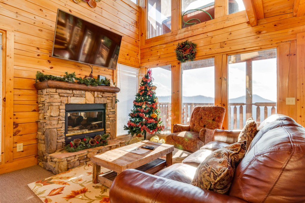 Photo of a Sevierville Cabin named 50 Mile View - This is the first photo in the set.