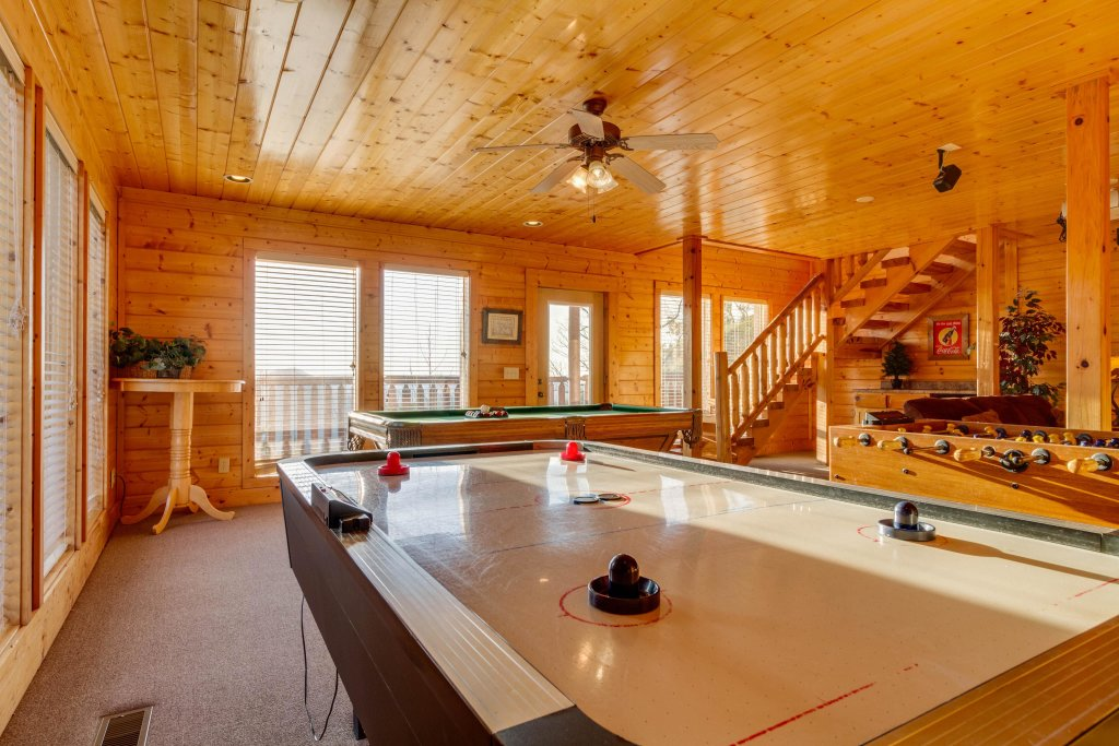 Photo of a Sevierville Cabin named 50 Mile View - This is the thirteenth photo in the set.