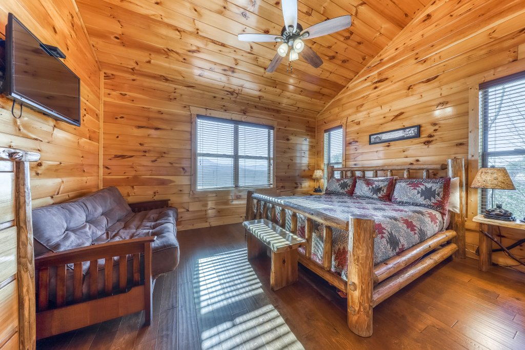 Photo of a Pigeon Forge Cabin named Awesome View Lodge - This is the thirtieth photo in the set.