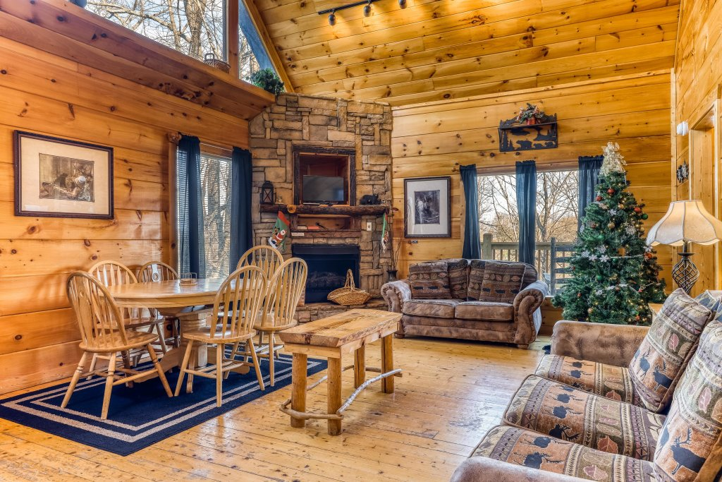 Photo of a Gatlinburg Cabin named Bearfoot Lodge - This is the fourth photo in the set.