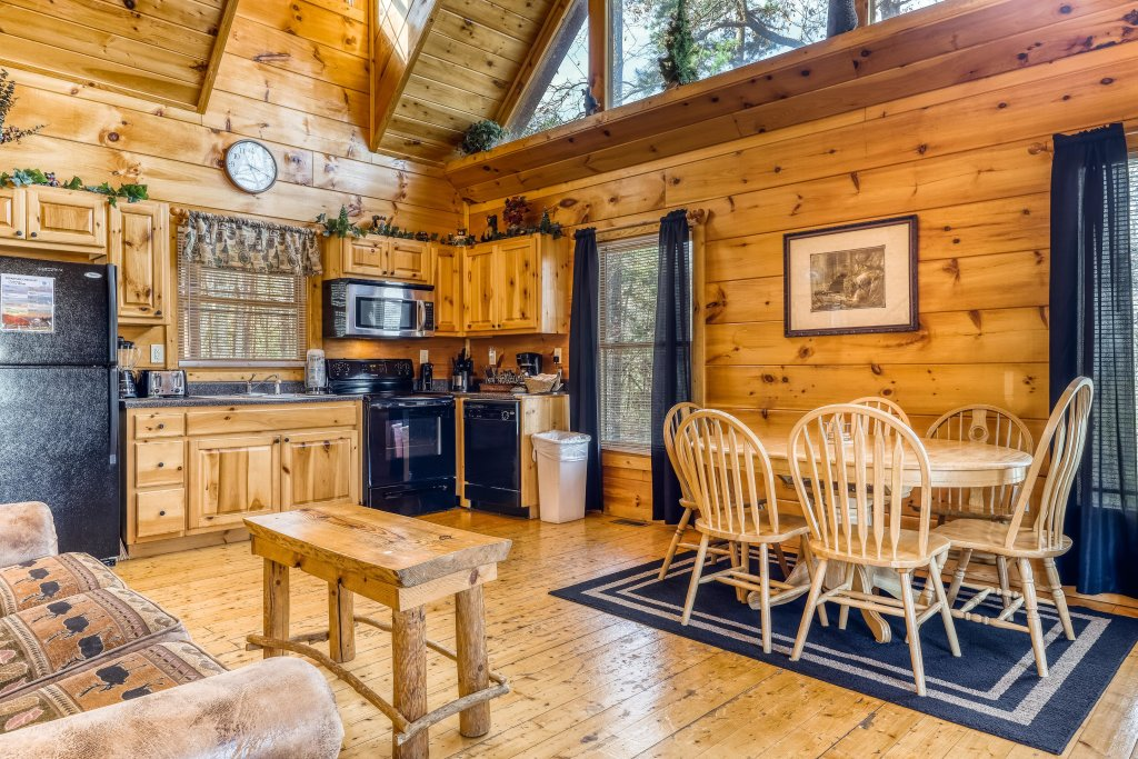 Photo of a Gatlinburg Cabin named Bearfoot Lodge - This is the seventh photo in the set.