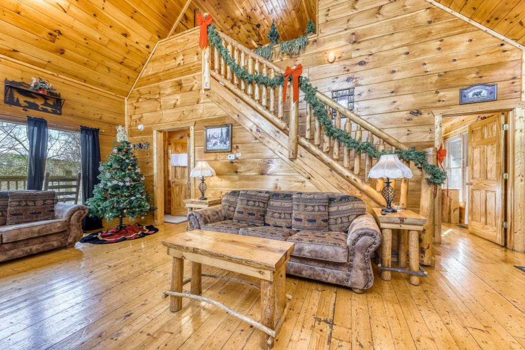 Photo of a Gatlinburg Cabin named Bearfoot Lodge - This is the fifth photo in the set.