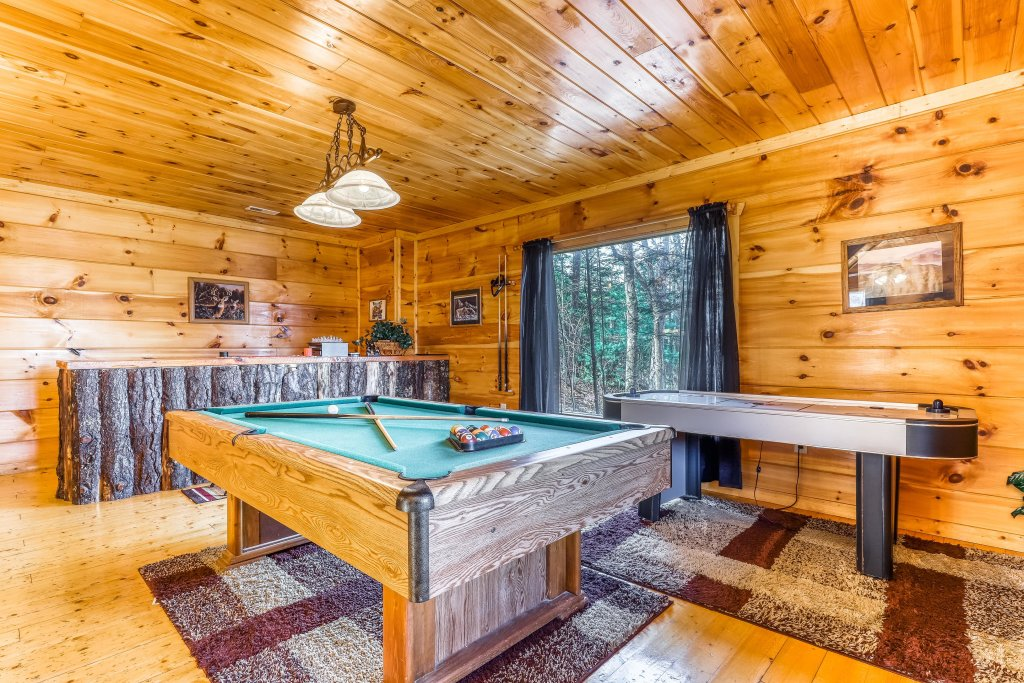 Photo of a Gatlinburg Cabin named Bearfoot Lodge - This is the third photo in the set.