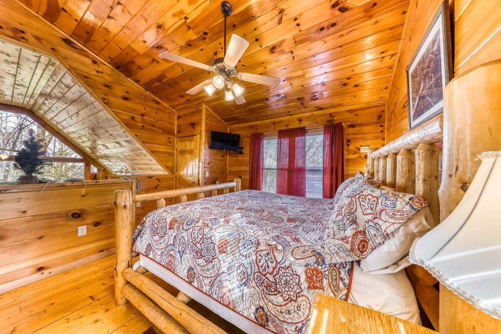 Photo of a Gatlinburg Cabin named Bearfoot Lodge - This is the twenty-third photo in the set.