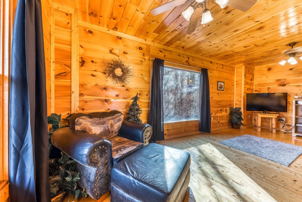Photo of a Gatlinburg Cabin named Bearfoot Lodge - This is the twelfth photo in the set.