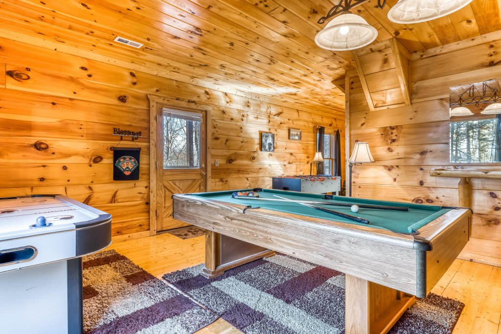 Photo of a Gatlinburg Cabin named Bearfoot Lodge - This is the fifteenth photo in the set.