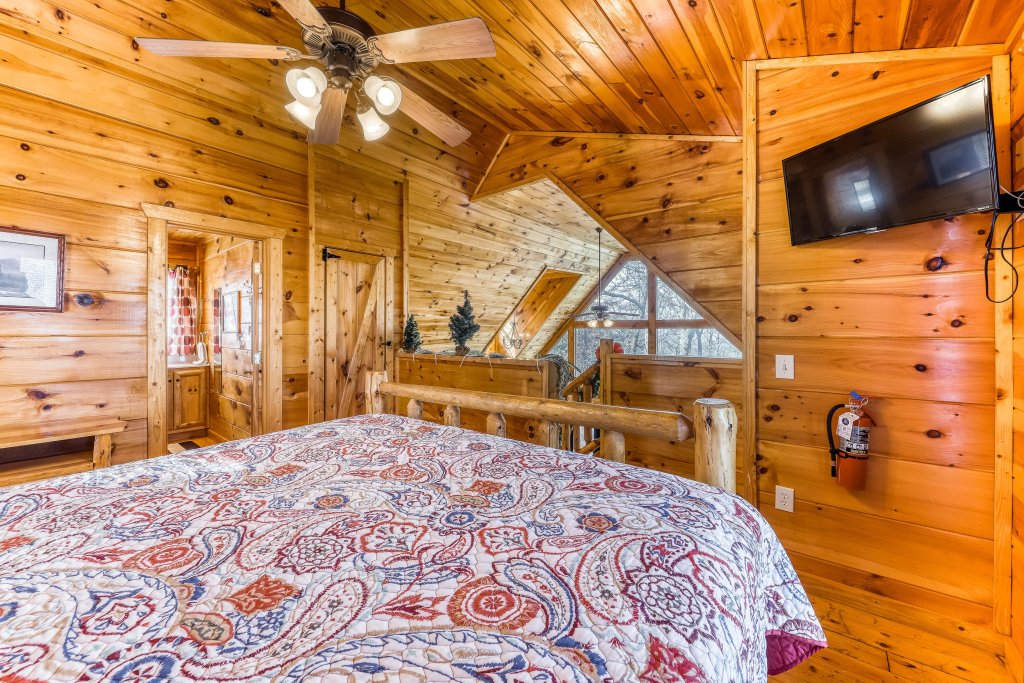 Photo of a Gatlinburg Cabin named Bearfoot Lodge - This is the twenty-second photo in the set.