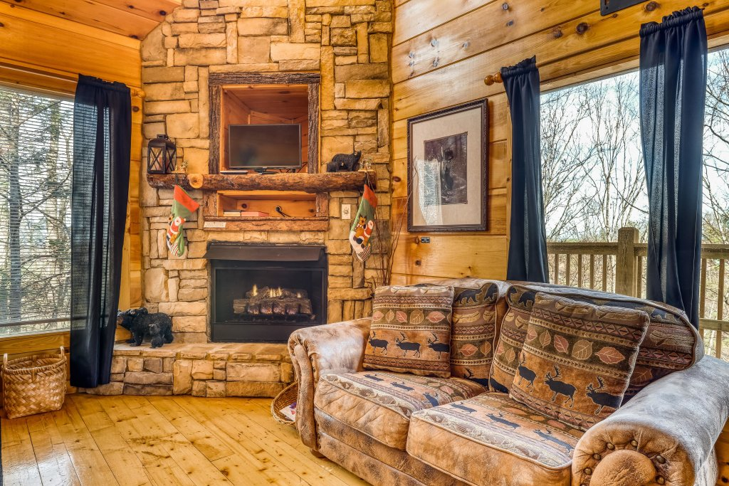 Photo of a Gatlinburg Cabin named Bearfoot Lodge - This is the sixth photo in the set.