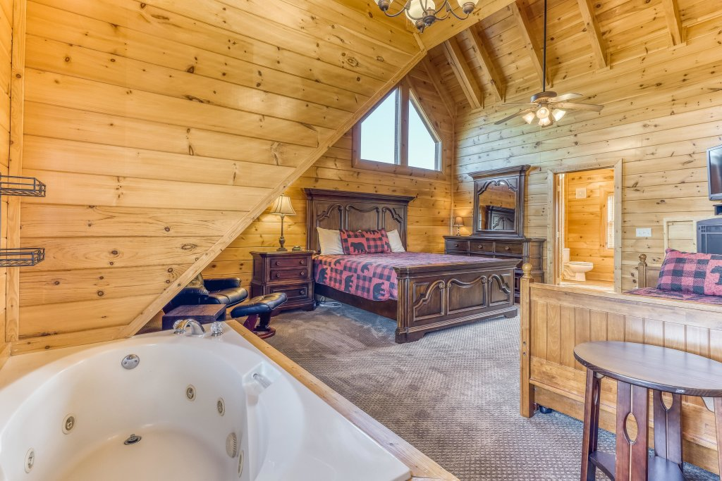 Photo of a Sevierville Cabin named Bear Crossing Retreat - This is the fourteenth photo in the set.