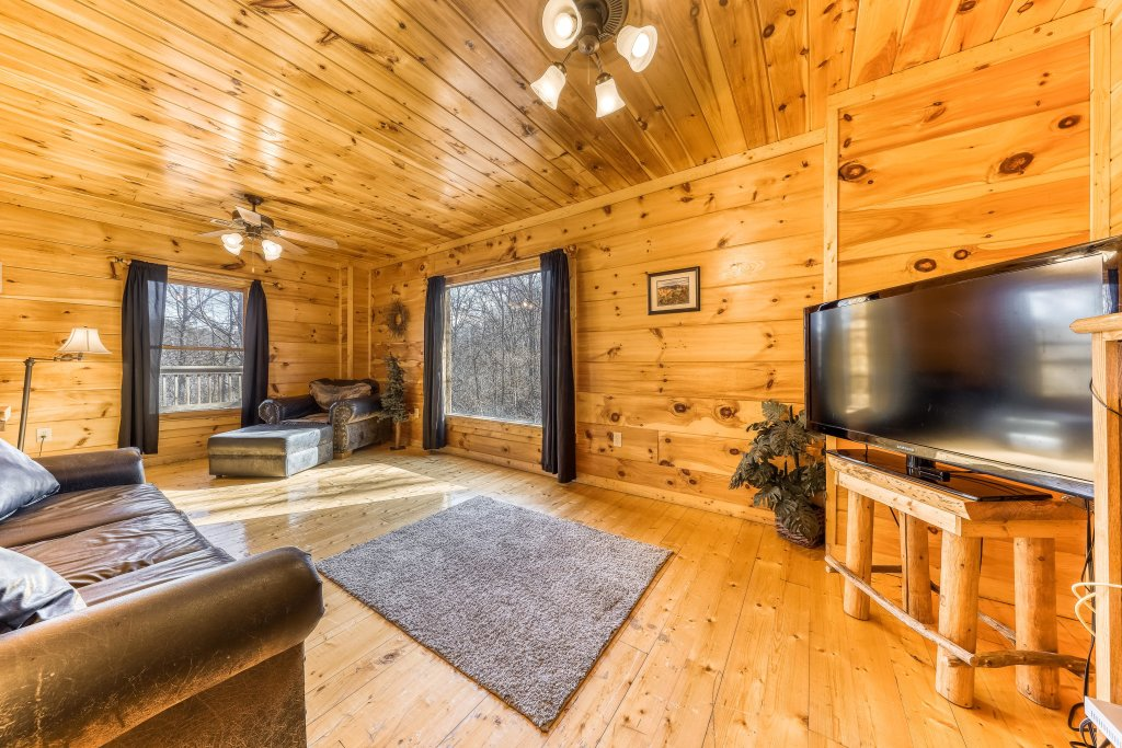 Photo of a Gatlinburg Cabin named Bearfoot Lodge - This is the tenth photo in the set.