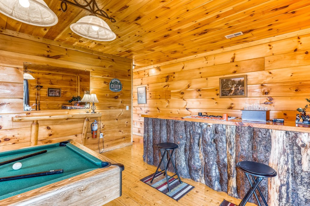 Photo of a Gatlinburg Cabin named Bearfoot Lodge - This is the fourteenth photo in the set.