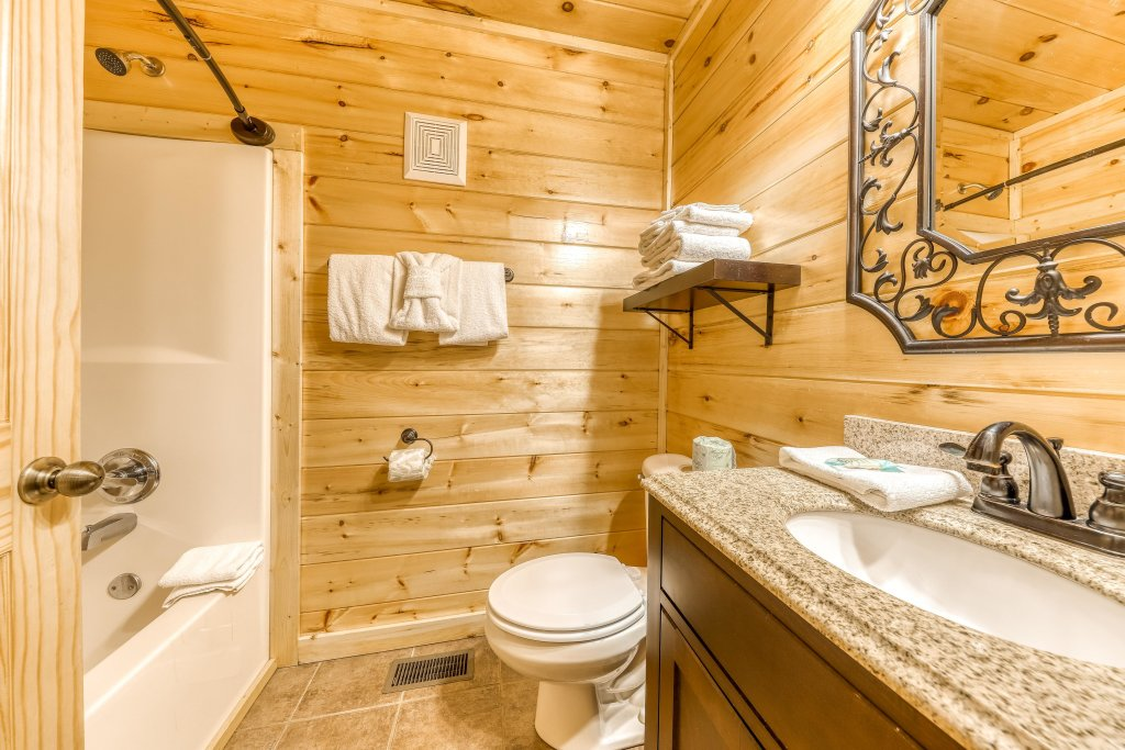 Photo of a Sevierville Cabin named Bear Crossing Retreat - This is the thirtieth photo in the set.