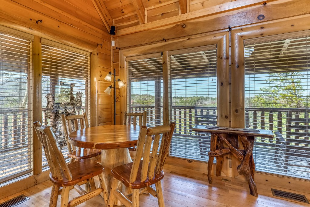 Photo of a Sevierville Cabin named Bear Crossing Retreat - This is the tenth photo in the set.