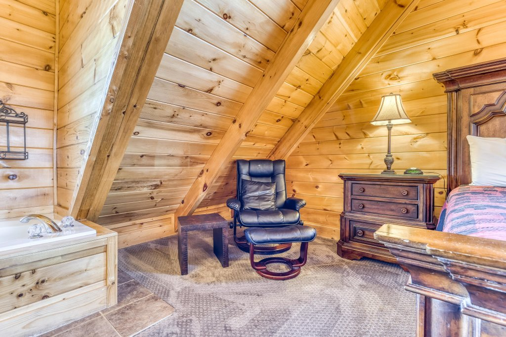 Photo of a Sevierville Cabin named Bear Crossing Retreat - This is the seventeenth photo in the set.