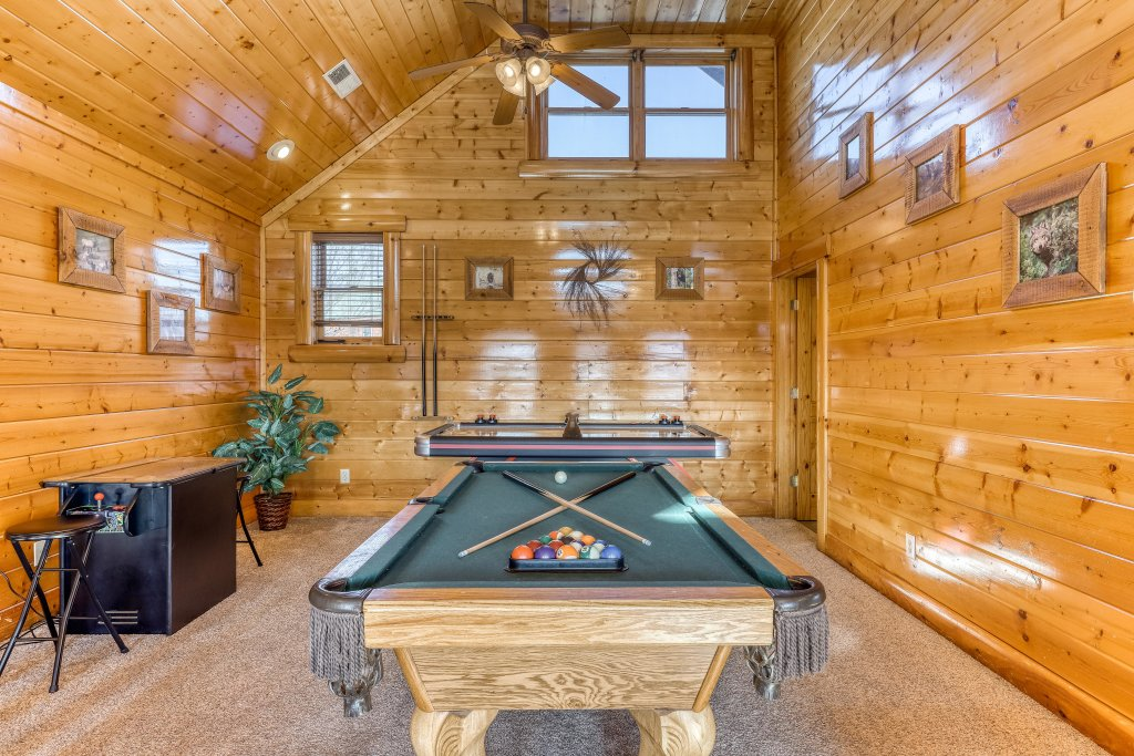 Photo of a Sevierville Cabin named Cherokee Lodge - This is the twelfth photo in the set.
