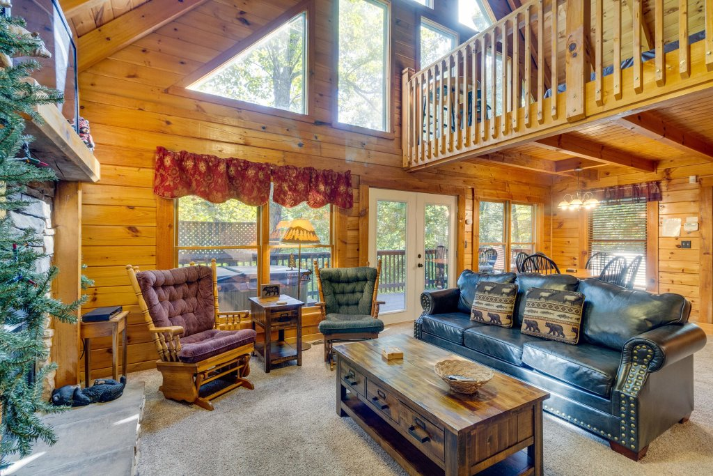 Photo of a Pigeon Forge Cabin named Beary Comfy - This is the first photo in the set.