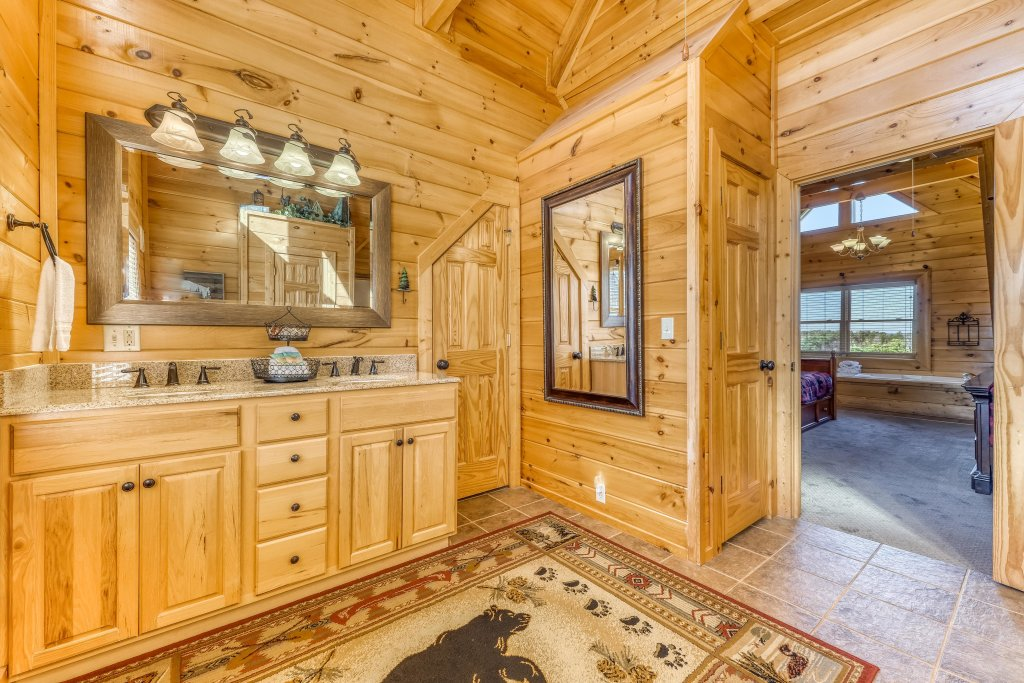Photo of a Sevierville Cabin named Bear Crossing Retreat - This is the twentieth photo in the set.
