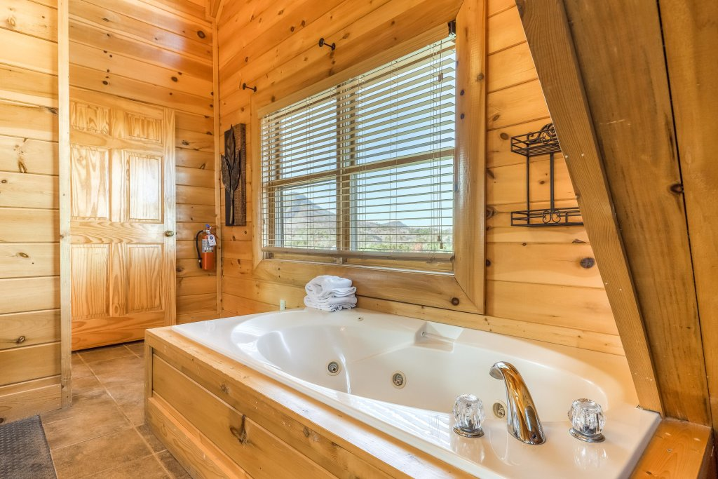Photo of a Sevierville Cabin named Bear Crossing Retreat - This is the sixteenth photo in the set.