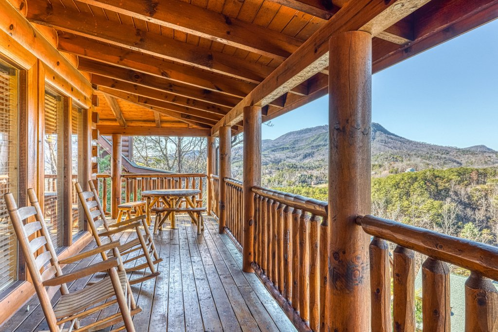 Photo of a Sevierville Cabin named Bear Crossing Retreat - This is the forty-first photo in the set.