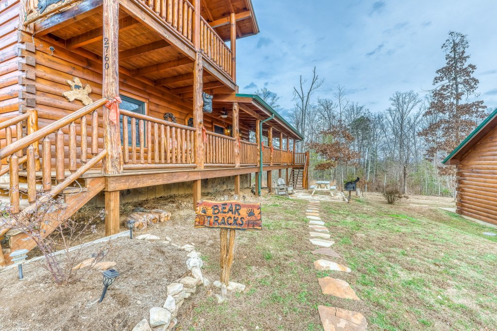 Photo of a Sevierville Cabin named Bear Tracks - This is the twenty-second photo in the set.