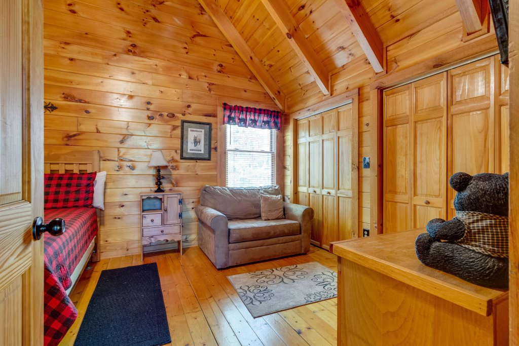 Photo of a Pigeon Forge Cabin named Beary Comfy - This is the twenty-fourth photo in the set.